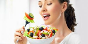 healthy-woman-eating-salad-660x330
